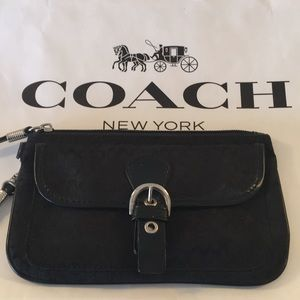 ⭐️COACH BLACK WRISTLET 💯AUTHENTIC